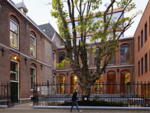entree campus Den Haag universiteit Leiden door LIAG architecten