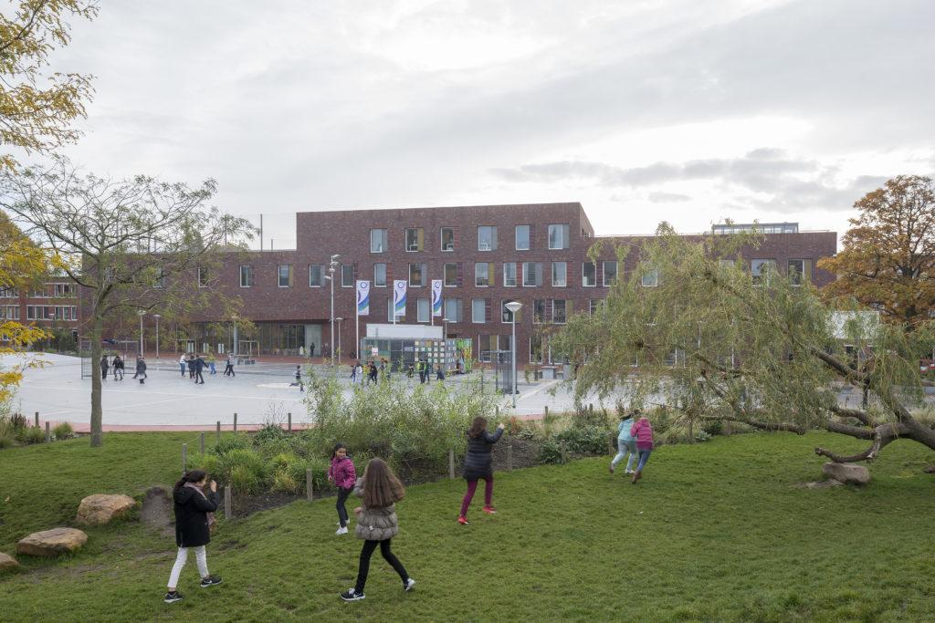 gebouw en plein Buurtschool Plus O3