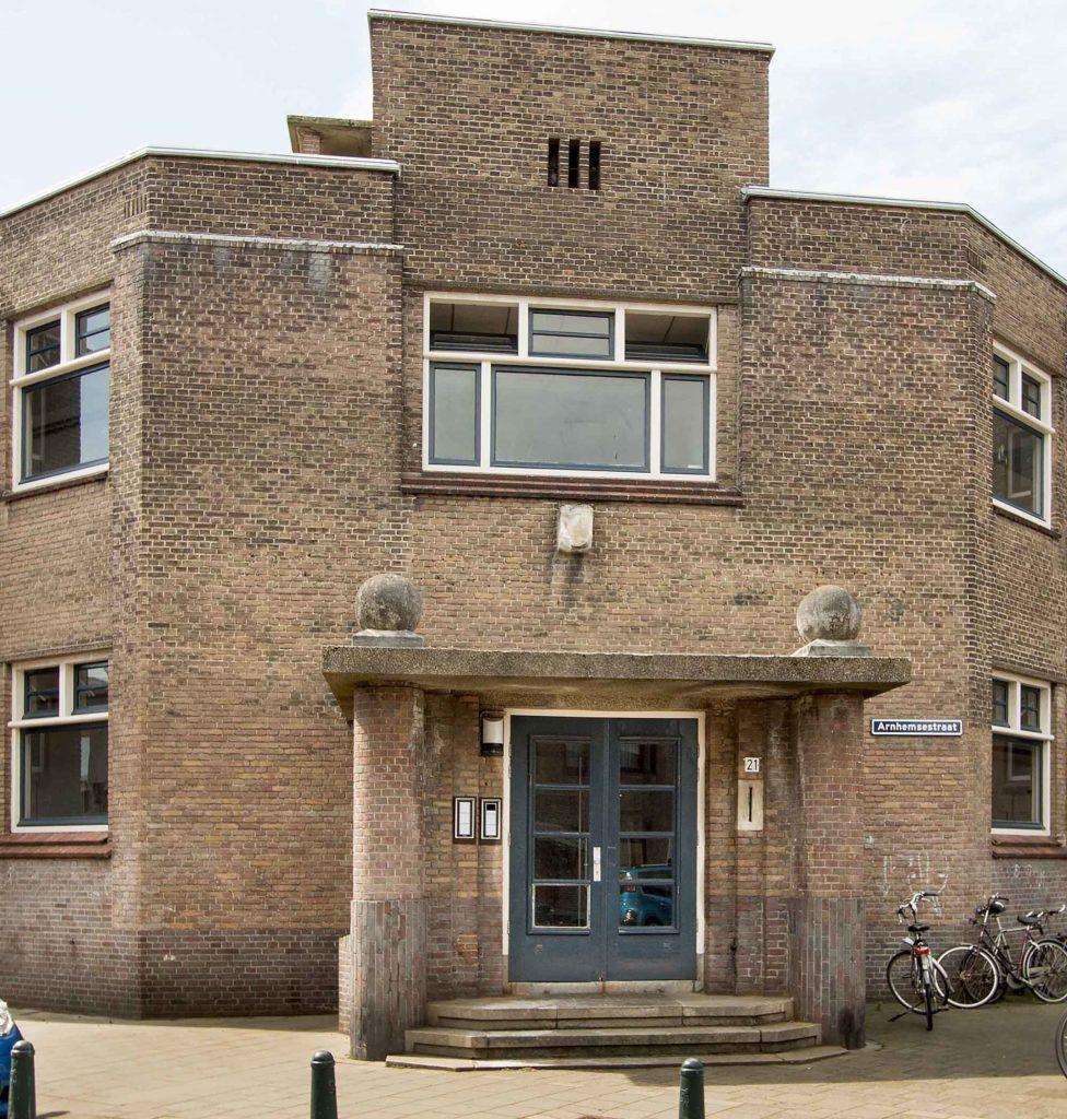 De voormalige openbare school aan de Deventersestraat is sinds enkele jaren in gebruik als de Paul van Vliet-academie (foto Dick Valentijn)