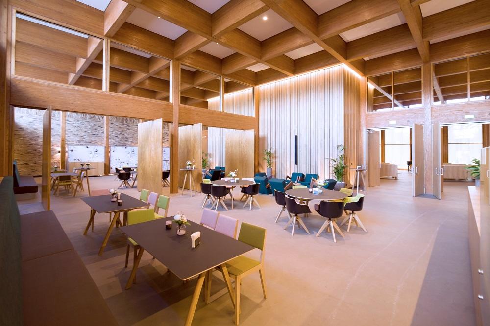ontvangstruimte rouwcentrum Haagse Duinen ontworpen door KOW