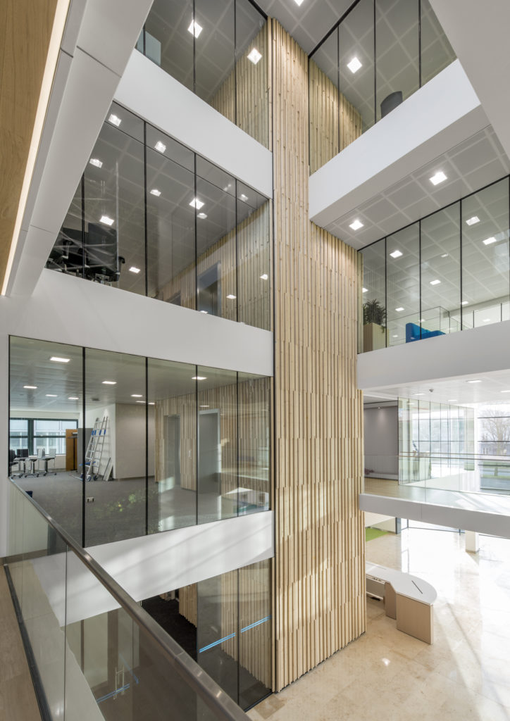 bamboo in atrium kantoorgebouw door TenW architecten