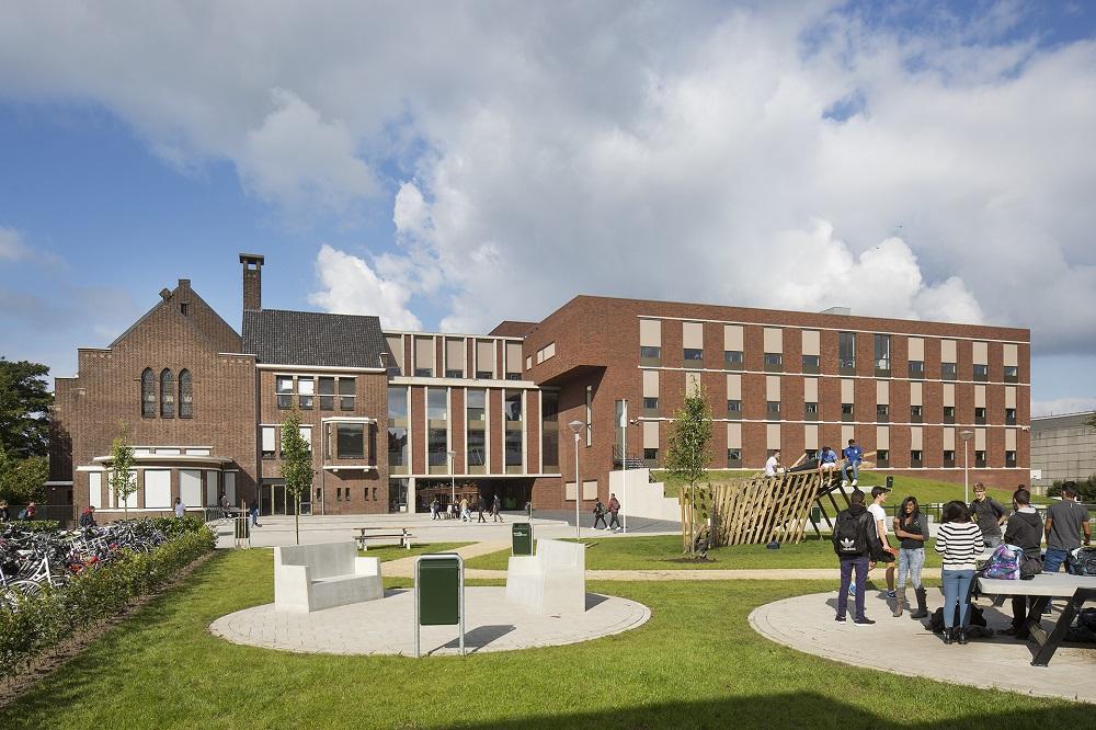 schoolplein Edith Stein college