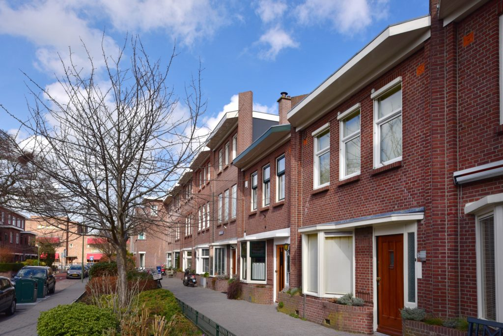 zou de bloemenbuurt met bijzondere Nieuwe Haagse School architectuur beschermd stadsgezicht moeten zijn?