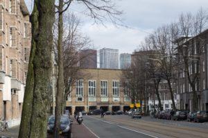 vondelstraat in stijl Nieuwe Haagse School met op de achtergrond nieuwe kantoortorens