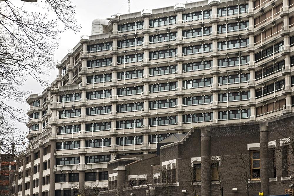 gebouw voormalig ministerie van Buitenlandse Zaken is karakteristiek voor de periode Post 65