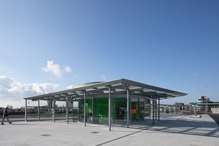 paviljoen bij busplatform den haag centraal