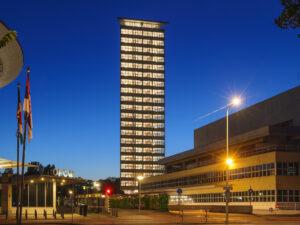 toren van oud in avondlicht